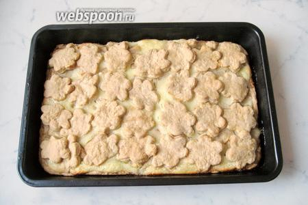 Пирог с яблоками и сметанной заливкой готов. Охлаждаем и разрезаем на порции.