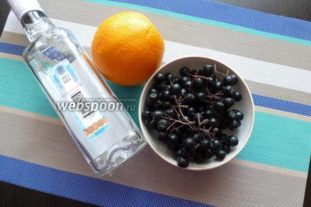 Для наливки нам понадобится водка, черноплодная рябина и цедра апельсина.