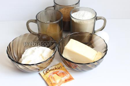 Итак, возьмем мёд (0,5 стакана), сахар, масло, муку, яйцо, сметану.