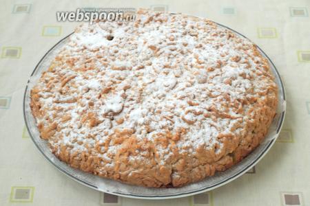 Когда пирог остынет, вынуть его из формы и посыпать пудрой по желанию. Приятного аппетита!