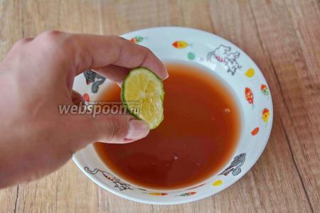 Чтобы джем из боярышника стал более красного цвета, необходимо добавить 1 чайную ложку сока лайма (или обычного лимона).