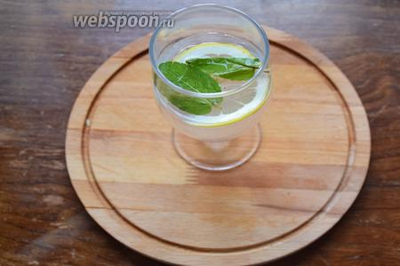 Утром натощак и далее перед каждым приемом пищи выпивайте стакан чудодейственного, освежающего напитка:)