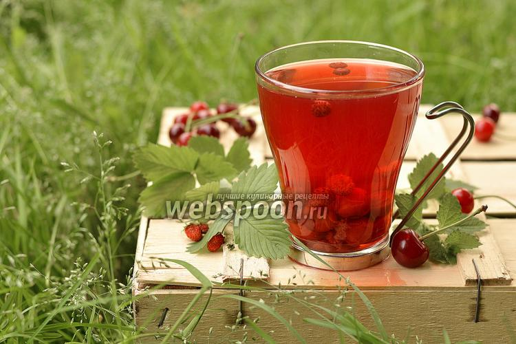 Рецепт Вишнёвый компот с земляникой