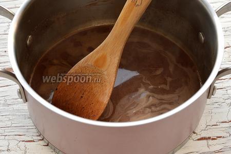 Растворить шоколад, помешивая ложкой.