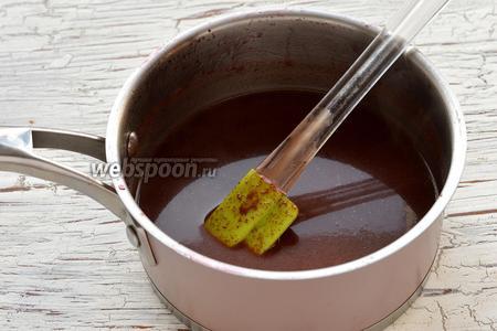 Соединить подготовленное вино и молочно-шоколадную смесь.