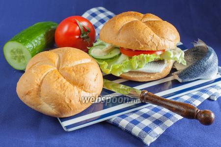 Фишбургер с маринованной селёдкой