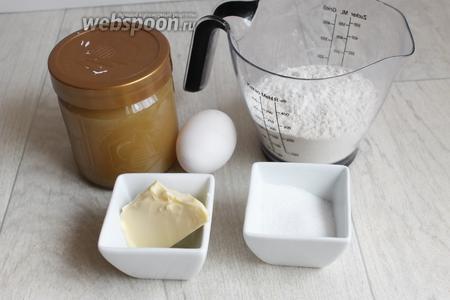 Итак, для медовых коржей нам понадобится мёд, яйцо, сахар, мука, масло, сода.