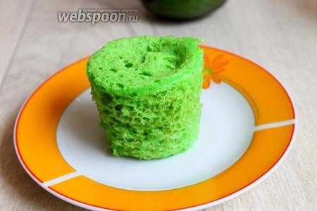 И вот когда остынет, можно брать и рвать на кусочки, и украшать торт. Его можно хранить в морозилке или холодильнике. Можно завернуть в плёнку. Удачи!