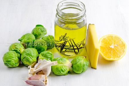 Чтобы приготовить блюдо, нужно взять брюссельскую капусту, масло оливковое, чеснок, сыр, сок лимона, соль.