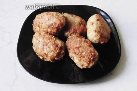 Зразы с луком и плавленым сыром готовы. Подаём на обед или ужин.