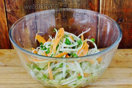 Салат с белой редькой готов. Приглашаю попробовать. Приятного аппетита!
