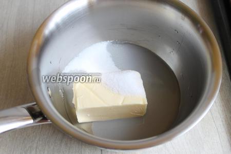 Масло ставим на огонь, вместе с сахаром и водой. Доводим до кипения.