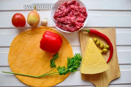 Ингредиенты: лепёшка тортиллас, бараний фарш, лук, чеснок, помидор, перец чили, перец сладкий, сыр, оливки, кинза, масло для жарки, соль, перец.