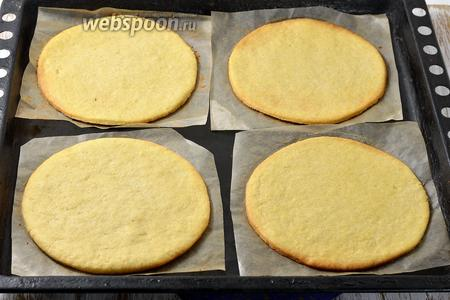 Готовить в духовке при 180°С до слегка золотистого цвета по краям. На это уходит приблизительно 15 минут.