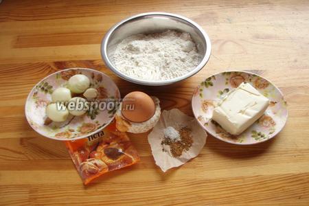 Для приготовления печенья нам понадобится: мука, яйцо, разрыхлитель, сливочное масло, лук, чеснок, специи.