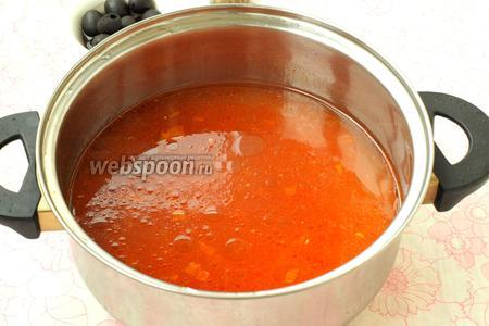 Из готового бульона вынуть мясо и добавить зажарку, варить 10 минут.