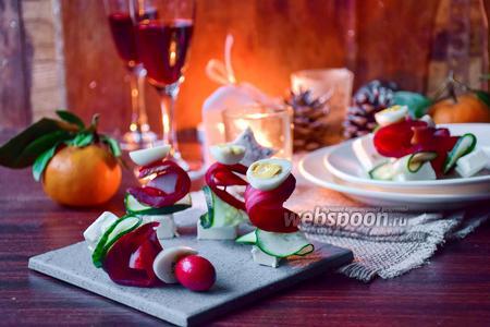 Канапе с крабовым мясом, свёклой и Фетой