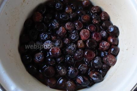 На 20 день можно оливки пробовать на вкус. Проверить степень солёности и горечи.
