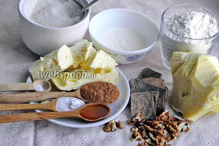 Для приготовления печенья «Артемон» понадобится мука, сметана (можно заменить натуральным йогуртом без добавок), сахар, масло, какао, сода, орехи и ваниль. Для глазури: масло какао, какао тёртое, мёд.