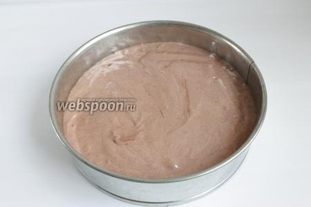 Духовку в процессе выпекания не открываем, в конце проверим зубочисткой. Если она сухая, значит бисквит готов.