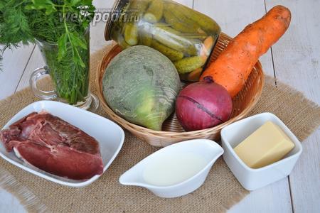 Приготовим сердце говяжье, редьку зелёную, морковь, лук, сыр, майонез, зелень и специи.