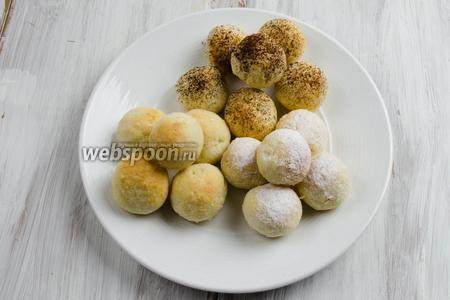 Готовое печенье посыпать сахарной пудрой или порошком какао. Подавать к чаю.