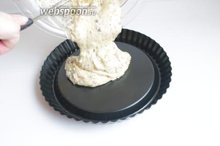 Вот такую форму (24 см) берём и наливаем тесто.