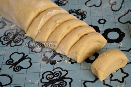 И нарезать кусочками толщиной примерно 2-3 см. Выложить на противень, застеленный пекарской бумагой.