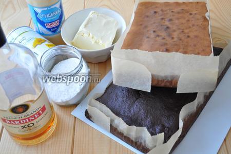 Для торта нам потребуются бисквитные коржи, как в рецепте  Торт «Шоколад на кипятке» . Только количество ингредиентов другое. Этот состав мне больше нравится. Бисквит белый готовила как в рецепте  Торт «Зайчик» . Ещё понадобятся сливки 33%, масло сливочное молоко сгущённое, сахарная пудра, коньяк, мастика сахарная, пищевые красители, ананас консервированный.