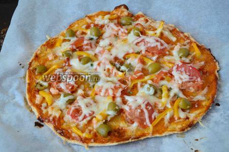 Спустя время пицца готова. Приятного аппетита!