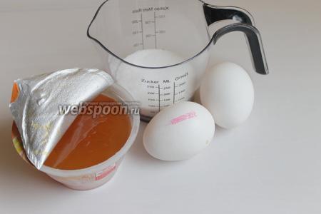 Итак, подготовим продукты: белки куриные, джем вишнёвый и абрикосовый, кукурузный крахмал, сахар и миндальные лепестки.