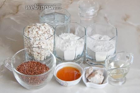 Готовить полезный домашний хлебушек мы будем из ячменных хлопьев, семян льна, ржаной и пшеничной муки, воды, соли, натурального мёда, растительного масла и дрожжей.