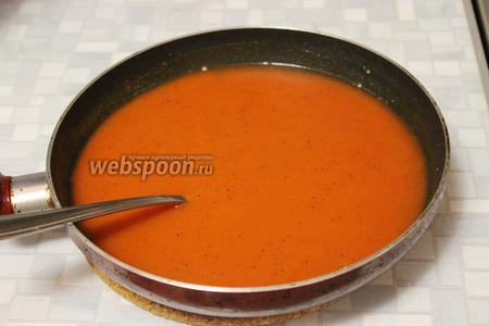 Залить смесь тёплой водой или бульоном.