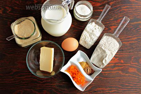 Нам понадобится 2 вида муки, сахар, яйцо (разделить), молоко, пряности, цедра апельсина, масло сливочное (растопленное) и оливковое для жарки.