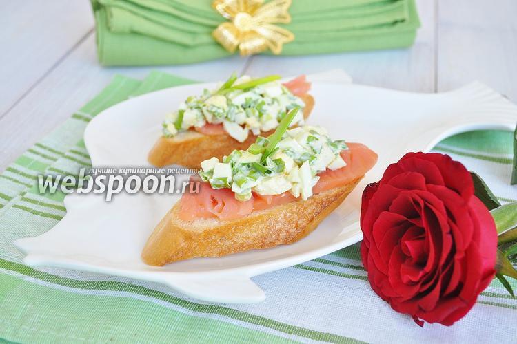 Рецепт Брускетта со слабосолёным лососем и яичным салатом