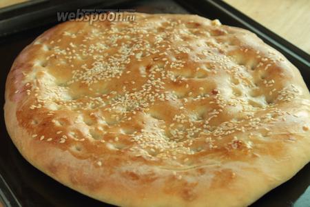 Лепёшка быстро готовится, т.к. она не такая высокая как хлеб. Готовую лепёшку достать и сразу подавать. Она очень вкусная и аппетитная в горячем виде.