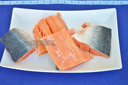 Филе разрезать на 4 кусочка. Один кусочек — одна порция готового блюда.
