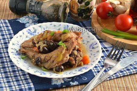 Рагу из кролика с оливками и черносливом