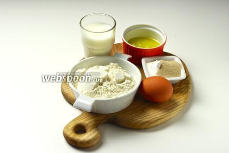 Для приготовления английских маффинов вам понадобятся мука пшеничная, мука грубого помола, сливочное масло, оливковое масло, яйцо, молоко, дрожжи, сода, сахар и соль.