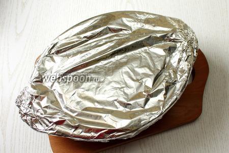 Затянуть форму фольгой и поставить запекаться на 0,5 часа в духовку при 180°С.