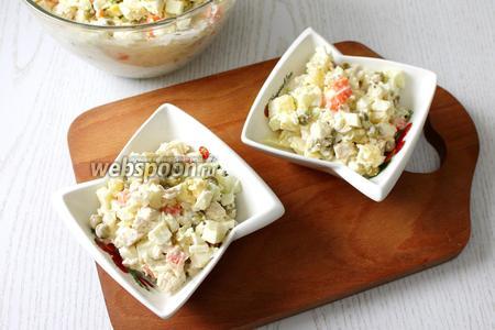 Раскладываем для порционной подачи в бокалы или салатники.