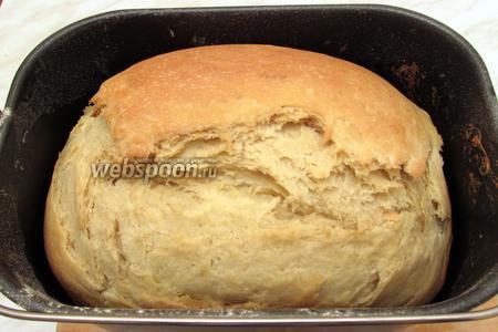 После сигнала хлебопечки вынуть хлеб из чаши, положить на решётку и накрыть полотенцем. Горчичный хлеб в хлебопечке готов. Приятного аппетита!
