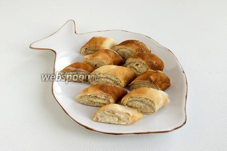 Перед подачей выложите ломтики на блюдо, украсьте на свой вкус.