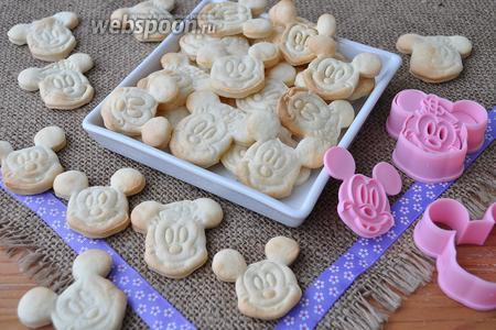 Выложить печенье в лоток и подавать. Хранить печенье можно в стеклянной банке до 3 месяцев.
