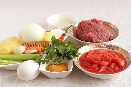 Для приготовления альбондигас возьмем говяжий домашний фарш, помидоры в собственном соку. Если таких нет, то можно взять свежие помидоры, штучки 3-4, только спелые и сочные. Нам так же понадобится яйцо для фарша, пара крупных картофелин, пара луковиц, морковь, стебель сельдерея, чеснок, стручок острого перца, рис ( у меня длинный), свежая кинза, говяжий бульон или просто вода. И самое главное - ароматнейшая приправа Тако.