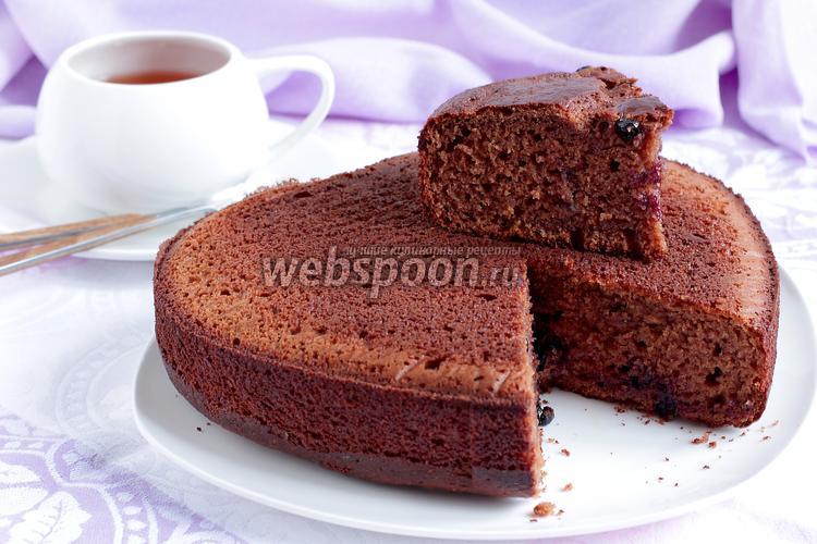 Фото Творожно-шоколадный бисквит со смородиной