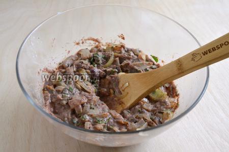 Смешайте фасолевую начинку с луком, перемешайте и посолите по вкусу, если нужно.