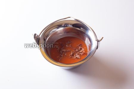 Дополнительные приправы и мясо едоки могут добавлять в свои порции по желанию.