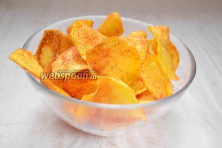 Чипсы перемешать, чтобы соль и перец равномерно покрыли все чипсы. Можно хрумкать!
