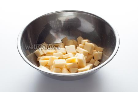Дело к обеду, хозяин (очевидно, не первый день знакомый со своим поваром) посылает слугу проведать, как там его суп. Блин-блин-блин-блин!!! А у повара мясо — наполовину запеченное, и для супа — ну ничегошеньки не готово! Понимая, что жить ему осталось пол часа, плюс-минус пара минут, повар кипятит 1 литр воды, чистит репу и дрожащими руками режет её на крупные кубики.